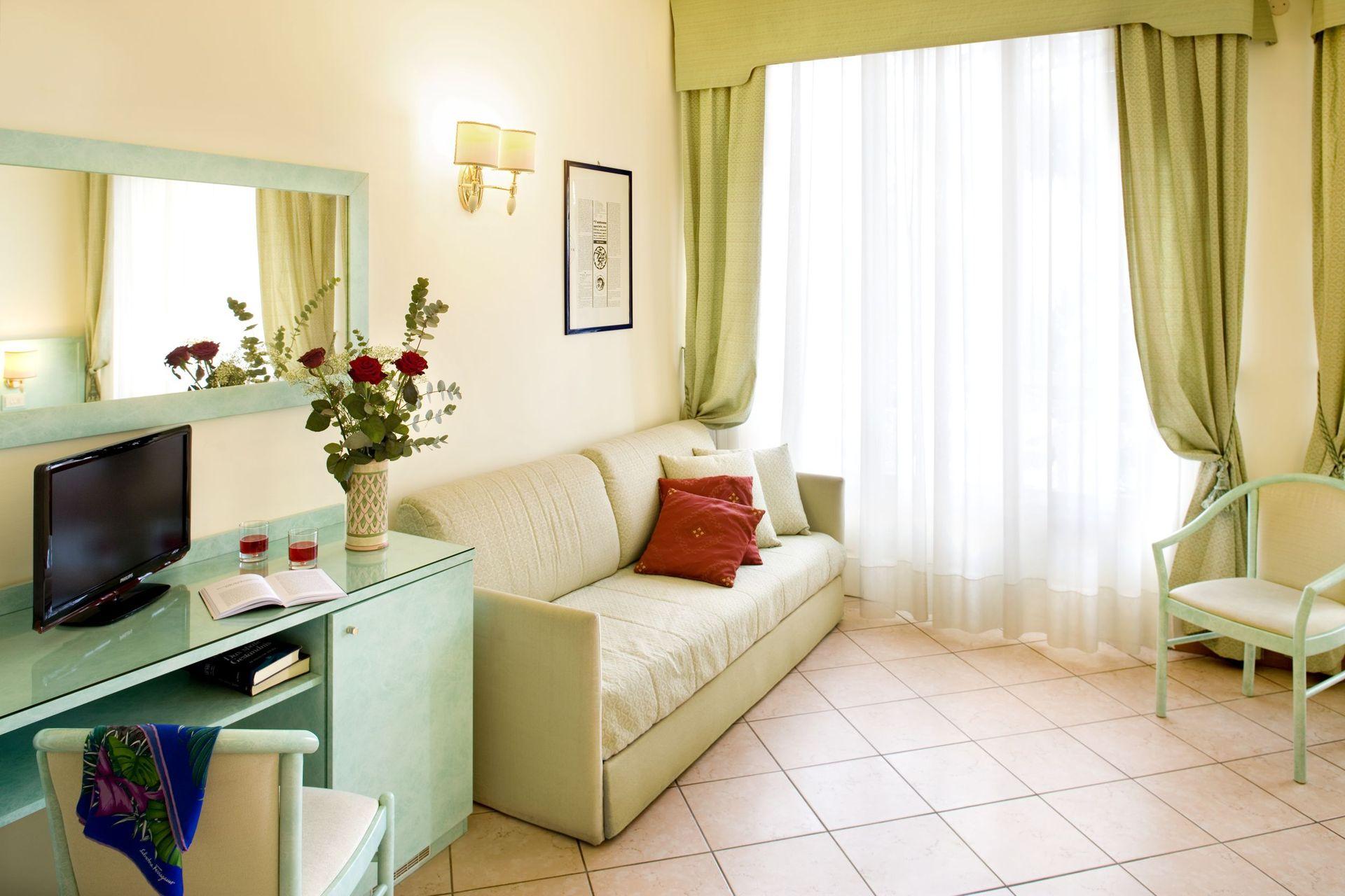 chambres l gant h tel ligurie avec balcon. Black Bedroom Furniture Sets. Home Design Ideas